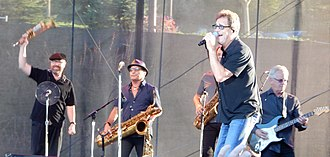 Huey Lewis and the News - Image: Huey Lewis