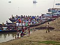 India - Varanasi - 027 - pilgrims getting ready to cruise (2146282405).jpg