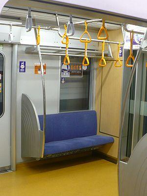 Tokyo Metro 10000 series - Image: Inside Tokyometro 10021 01