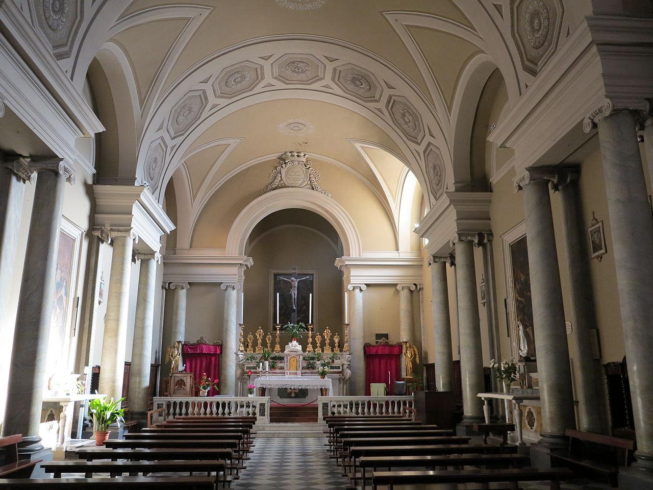 File interno della chiesa di san michele arcangelo for Interno chiesa