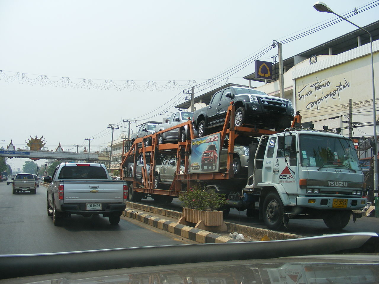 File:Isuzu Road Transport Vehicle Carries Isuzu Dmax