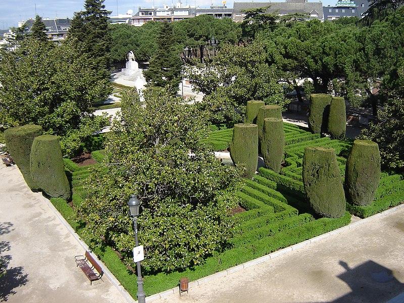 File jardines de sabatini madrid wikimedia commons for Jardines 29 madrid