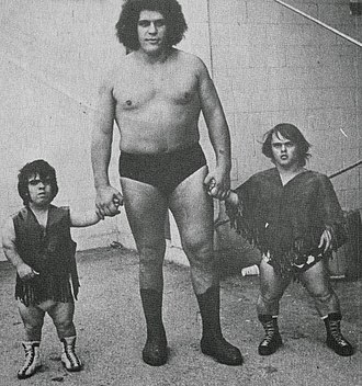 Midget wrestling - André the Giant with midget wrestlers Joe Russell and Tom Thumb