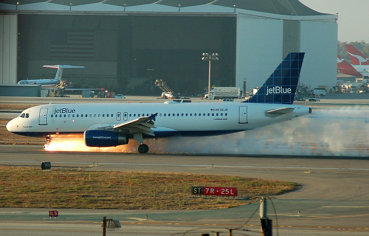 New Burn Nc >> Jet Blue airliner lands with broken nose gear - Wikinews, the free news source