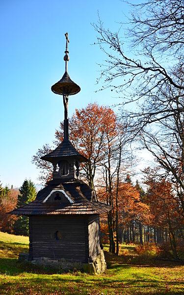 File:Jiná turistická stavba - areál Pustevny - Zvonička.JPG