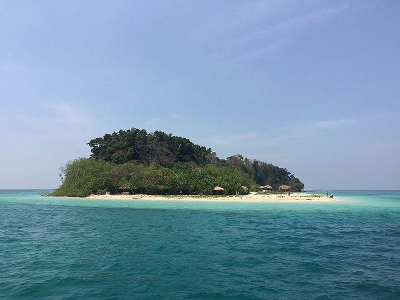 Jolly Buoy Island in Andaman