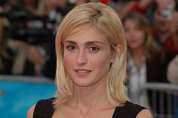 julie gayet height