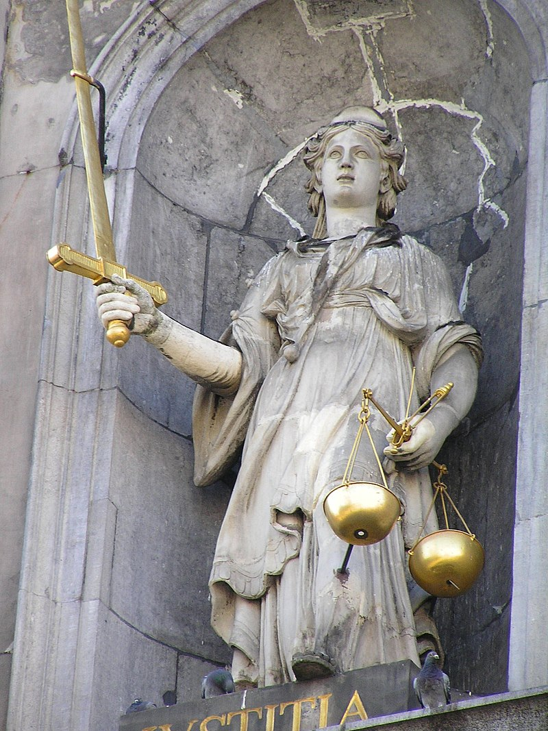 Justitia at the Antwerp city hall.jpg
