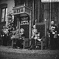 KOningin Juliana leest de troonrede voor, rechts prins Bernhard, Bestanddeelnr 920-7195.jpg