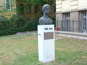 Margit Kaffka - Statue of Margit Kaffka at Budapest