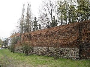 Kalisz - pozostałości średniowiecznych murów obronnych. Fot. LukaszKalisz, lic. CC-BY-SA-3.0