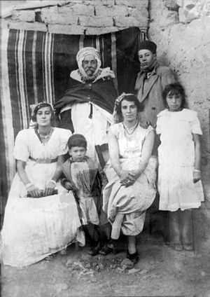 Kateb Yacine - The Kateb family, with Yacine setting in the front between his two sisters