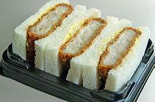 Katsu-sando, un sandwich con il tonkatsu, contenuto in un Ekiben