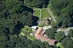 Kesztölc-Klastrompuszta, pálos templomrom légi felvételen.jpg
