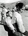 Korean Mother and Child (113087458).jpg