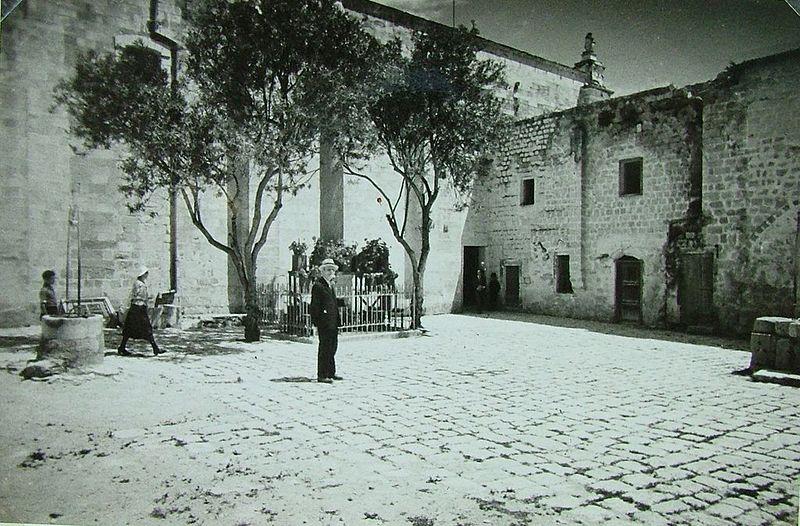 File:Kristian Audne i Nasareth år 1930.JPG