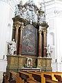 Kroměříž, kostel Nanebevzetí Panny Marie, boční oltář.jpg