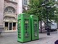 La cite de londres cabines telephoniques vertes.jpg