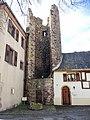 La tour des voleurs, vue de la place de l'église.jpg