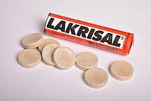 Un tubetto di Lakrisal e alcuni pezzi