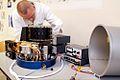 Lampencaroussel voor onderzoek aan boord van ISS tijdens montage in laboratorium TUe - foto Bart van Overbeeke 2003 02.jpg