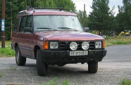 Land Rover Discovery SI maroon front q.jpg