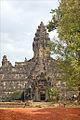 Le Bakong, temple-montagne (Angkor) (6960127287).jpg