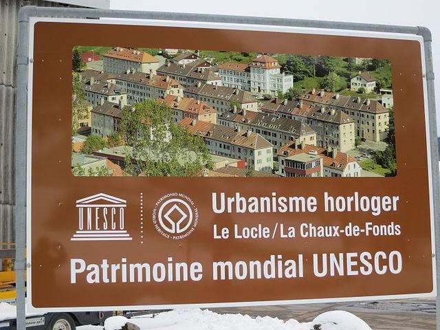 Unesco Welterbe Schild der Stadt Le Locle im Schweizer Jura