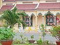 Le grand temple du Caodaïsme (Tay Ninh) (6575971507).jpg