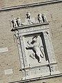 Lo stemma della città di jesi sopra il portone del palazzo della signoria.jpg