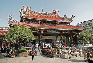 Lungshan Temple (Taipei) Chinese folk religious temple in Wanhua District, Taipei, Taiwan