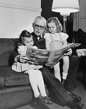 English: Louis St. Laurent with his grand chil...