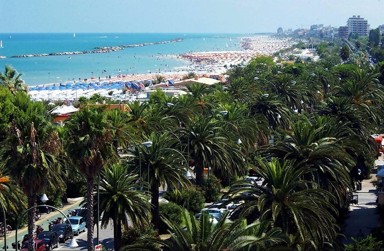 Rent A Luxury Car In San Benedetto Del Tronto