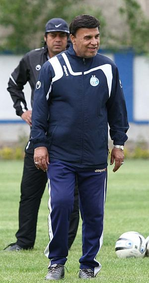 Parviz Mazloumi - Mazloumi in Esteghlal's training