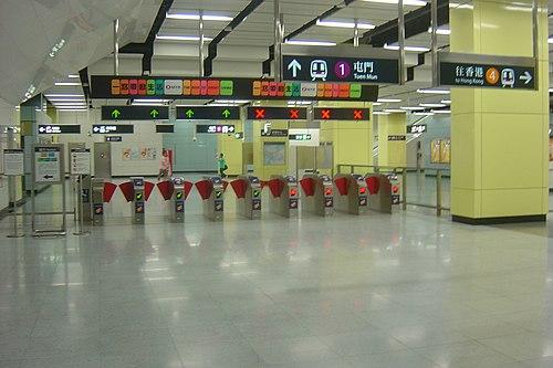 MTR NamCheong TransferTurnstiles AfterMerger.JPG