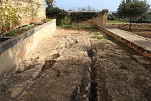 Malta - Birzebbuga - Triq Ghar Dalam - Ghar Dalam - cart ruts 03 ies.jpg