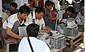 Mandalay-Jademarkt-06-Schleifer-gje.jpg
