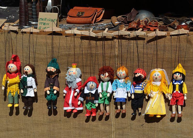 File:Marionettes in line.jpg