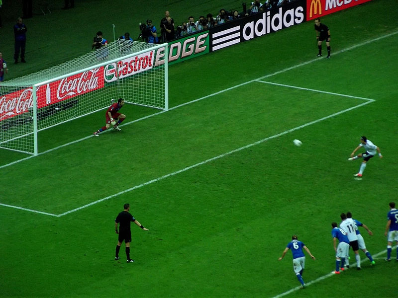 http://upload.wikimedia.org/wikipedia/commons/thumb/a/a3/Mesut_Ozil_taking_a_penalty.jpg/800px-Mesut_Ozil_taking_a_penalty.jpg