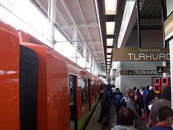 Metro Tlahuac 04.jpg