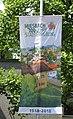 Miesbach - Rathauspl - Fahne Stadtjubiläum 2018.jpg