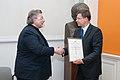 Ministru prezidens pasniedz pateicības rakstu profesoram Aivaram Lejniekam (7894032494).jpg