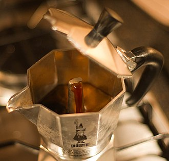 Moka pot - Image: Moka brewing