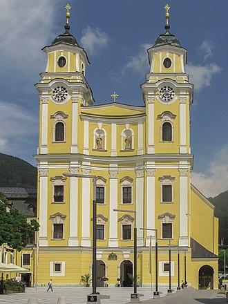 Mondsee (town) - Image: Mondsee, de Pfarrkirche foto 2 2011 07 29 15.11