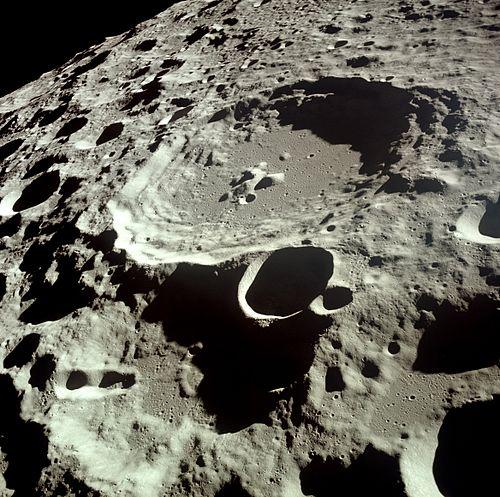 Moon Dedal crater.jpg