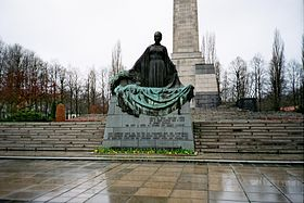 Mother Statue.Schönholzer Heide.Soviet War Memorial.JPG