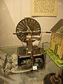 Musée du jouet de Poissy machine electrostatique de wimshurst 1910 20.JPG