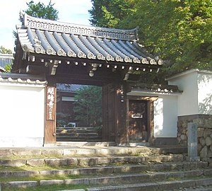 Fuke-shū - The entrance to Myōan-ji temple in Kyoto. Myōan-ji, a subsidiary of Tōfuku-ji, was the head temple of the Fuke sect, founded by the komusō Kyochiku Zenji.