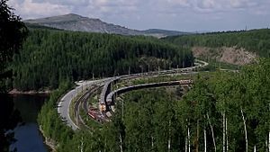 Файл:NP1 and EL10 with freight trains, Kachkanar.webm
