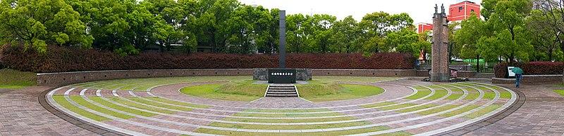 Panoramatický pohľad na pamätník označujúci hypocentrum, alebo ground zero, explózie atómovej bomby nad Nagasaki.